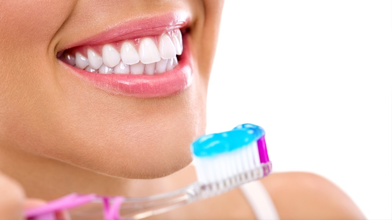 Want to keep your gums as healthy as possible? Integrate these six habits into your lifestyle.