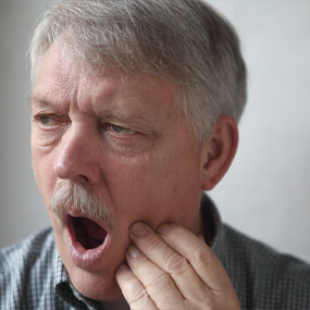 Certain oral health symptoms can indicate the need to have a wisdom tooth extracted.