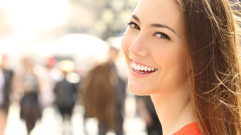 Smile makeovers are treatment plans that are tailored to the individuals and which synergize various procedures in order to achieve the desired effects.