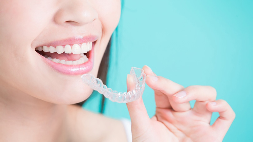 Traditional metal braces have their share of downsides, but there are teeth-straightening alternatives that avoid those problems.